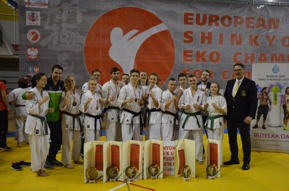 Kielcuose Europos jaunučių ir jaunimo kiokušin karatė čempionate lietuviai iškovojo 8 titulus (Arnoldo Grevo nuotr.)