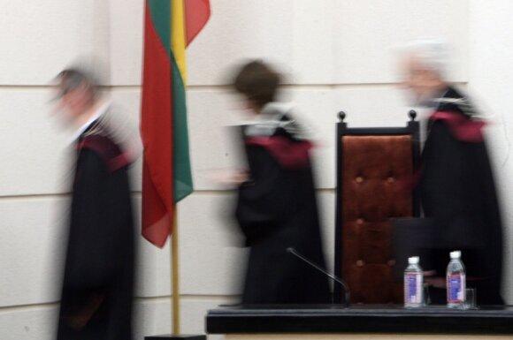 Dvi teisėjos manė kitaip, bet KT padėjo tašką dėl pensijų: būtina varžyti asmens teises tikslui pasiekti