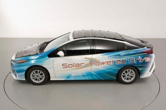 """""""Toyota Prius"""" su saulės elementais"""
