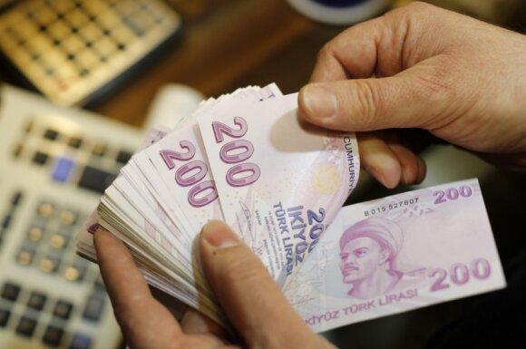 Turkijoje – kainų rojus, lira smuko į rekordines žemumas