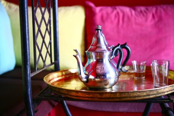Arbatos iš arbatinuko teks luktelti ilgiau, užtat jos gaminimas Jums kainuos pigiau