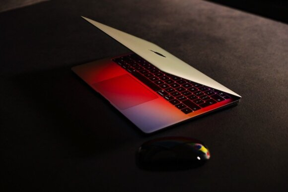 """MacBook Pro"" su ""M1"""
