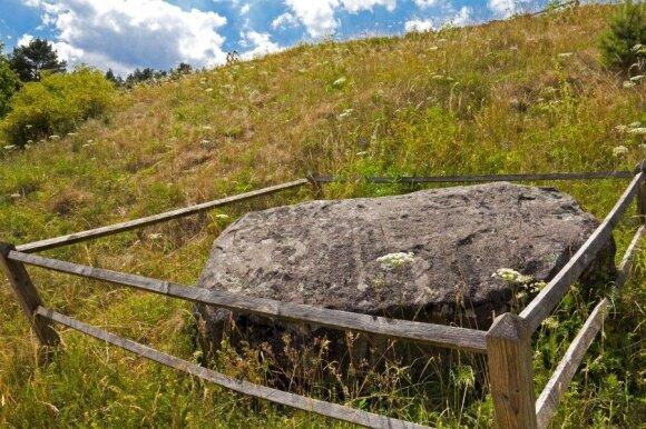 Utenos krašte – fėjų dvaras ir ligas gydantis šaltinis