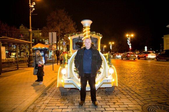 Autobusą iškeitė į kalėdinį traukinuką: kartais pasijunta tikra žvaigžde