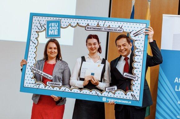 """""""Europos egzamino 2019"""" finalistė Ugnė Jakaitytė (viduryje)"""