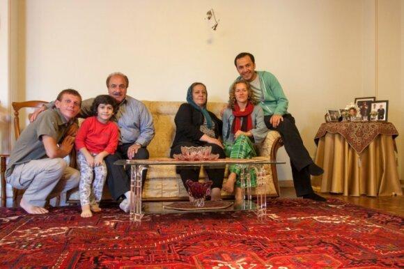 Su svetinga, vakarietiškos mąstysenos Hamido šeima