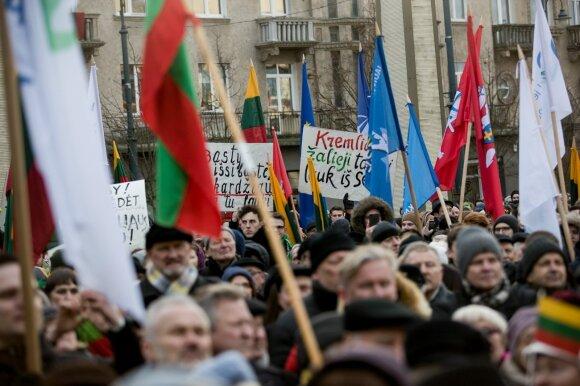 """Prie Seimo – protestas """"Mes kaltinam"""""""