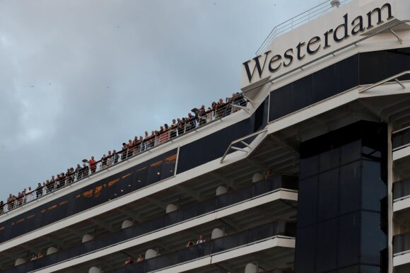 """Kruizinio laivo """"Westerdam"""" keleiviai išlipa Kambodžoje"""