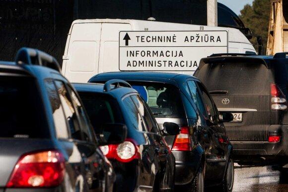 Emigrantą papiktino vairuotojo pažymėjimo keitimo tvarka