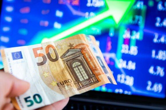 Pasaulis vėl lenda į turtuolių pinigines: ekonomistai prasitaria, kur skaičiuojant svetimus pinigus nedaryti klaidos