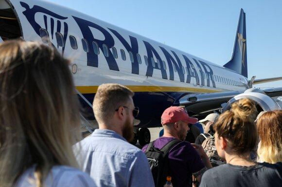 """Teismo sprendimas: """"Ryanair"""" privalo grąžinti keleivei 20 eurų rankinio bagažo mokestį"""
