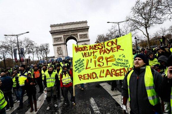 Prancūziją drebina masiniai protestai: šimtai suimtų, įtampa pasiekė aukščiausią tašką