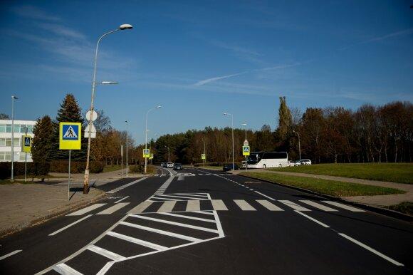 Vilniečiai pasipiktino: gatvę pertvarkė taip, kad vienu metu neprasilenkia du automobiliai
