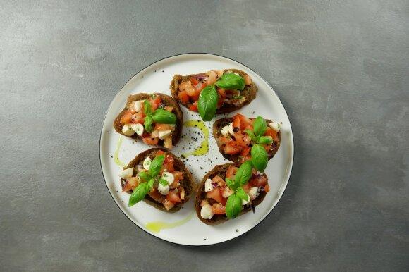 Itališkas brusketų su pomidorais užkandis