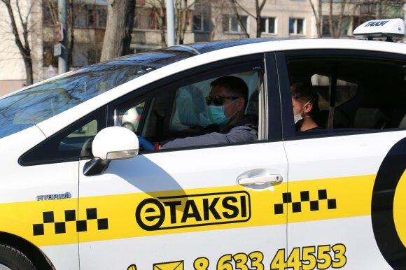 eTaksi automobiliuose įrengė izoliuotas vietas keleiviams