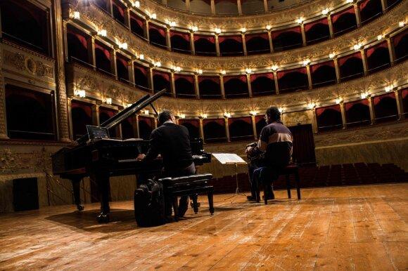 Tarptautiniame akordeono festivalyje – ilgai lauktas italų duetas