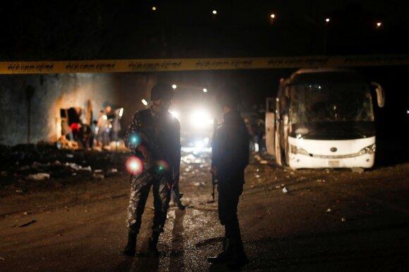 В Египте около пирамид в Гизе подорвали автобус с туристами. Есть погибшие