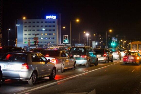 Įspėja dėl vairavimo sąlygų: vairuotojai turėtų kaip reikiant pasiruošti