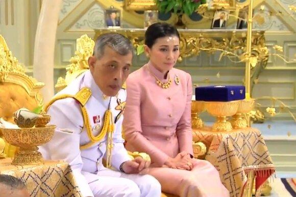 Karalius Maha Vajiralongkornas ir jo žmona Suthida