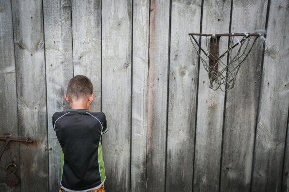 Lietuva nesugeba susiskaičiuoti savo vaikų: dingusias mergaites randa viešnamiuose, nusikaltėliams atžalas parduoda ir patys tėvai