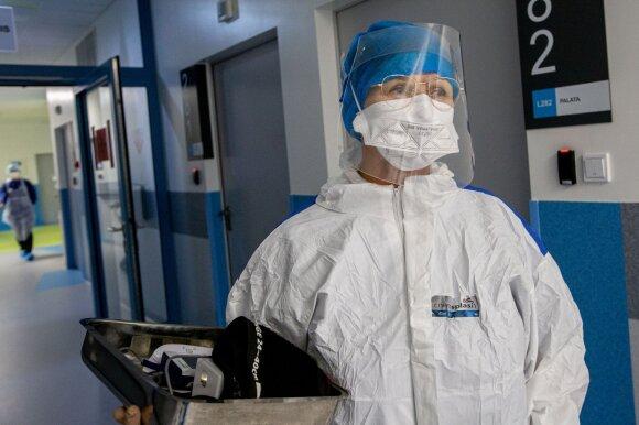 Santaros klinikų medikė: net ir reanimacijoje dėl COVID-19 gydytas pacientas viruso egzistavimu netikėjo