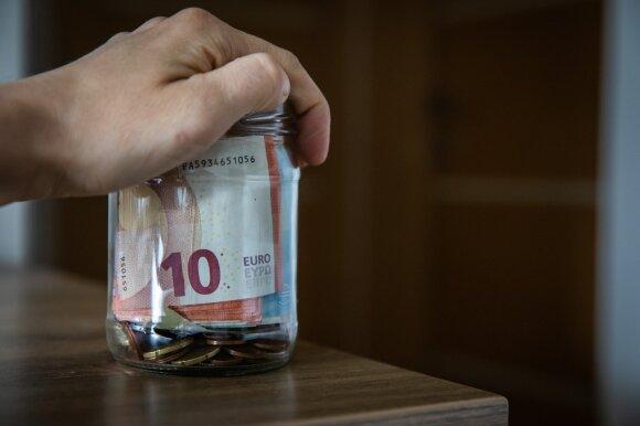 Valstybė dalija išmokas, tačiau galite likti ir tuščiomis: nepranešus, pinigai nukeliaus pas antstolius