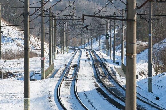"""""""Lietuvos geležinkelių"""" įmonės pirkimas – už milijonus ir neviešas: įžvelgiama grėsmių dėl Baltarusijos"""