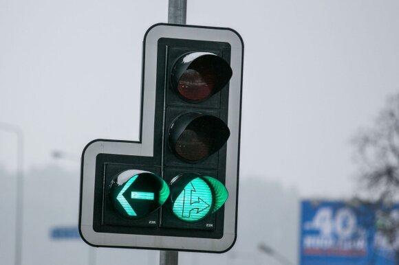 Dažna vairuotojų klaida po avarijos: to daryti nereikėtų