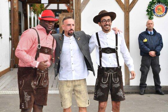 """Franckas Ribery (viduryje) """"Oktoberfest"""" šventėje"""