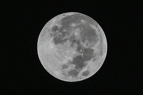 Mokslininkai išsiaiškino, kaip atsirado paslaptingi sūkuriai Mėnulyje