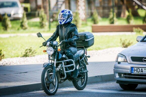"""""""Regitros"""" vairavimo egzaminas: motociklininkams iškyla netikėtų kliūčių"""