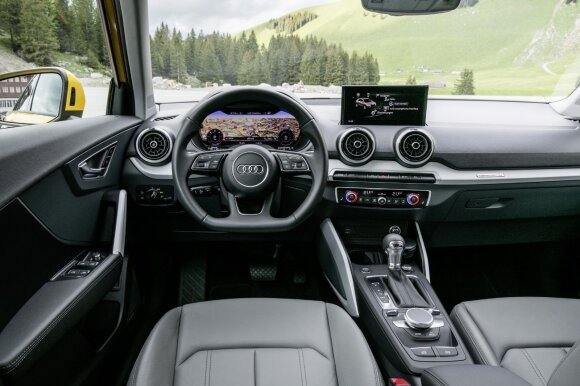 """""""Audi Q2"""": komfortiškas interjeras ir nedžiuginanti automatinė pavarų dėžė"""