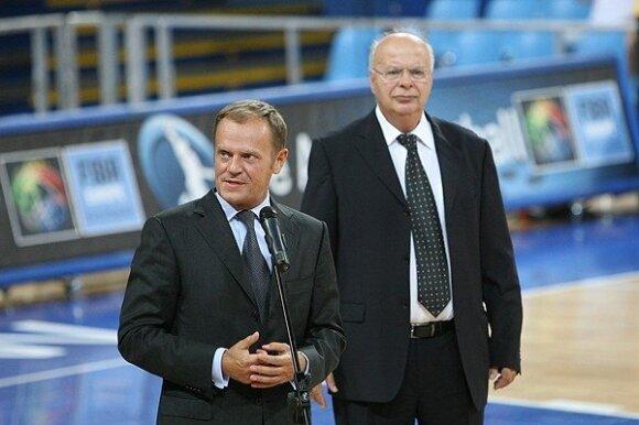 Georgas Vassilakopoulas (dešinėje) ir Donaldas Tuskas