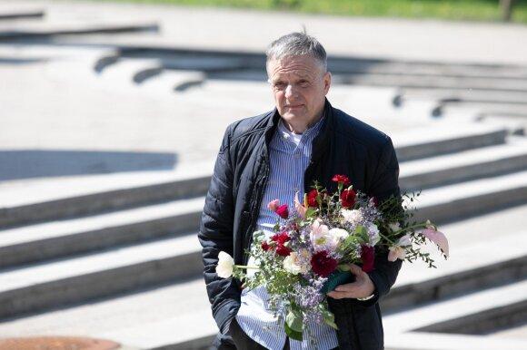 """Lietuva atsisveikina su Vytautu Šerėnu: tarti """"sudie"""" renkasi šeima, bičiuliai ir gerbėjai"""