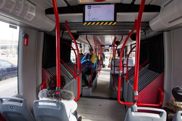 Kaip koronavirusas pakeitė viešąjį transportą – žmonės važiuos tik sėdėdami, bilietėlių vairuotojai neparduos