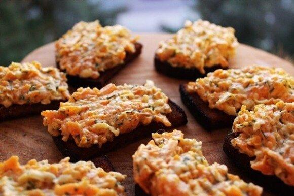 Česnakinė morkų užtepėlė