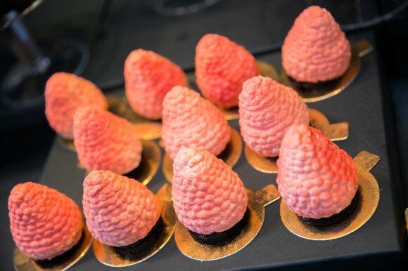 Į desertinės gimtadienį pakvietusi Liucina Rimgailė pristatė figūrai nekenkiančius pyragaičius
