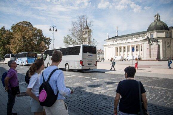 Autobusų nuoma užsiimančios įmonės darbuotojai: esame verčiami išeiti savo noru, neatgauname pinigų