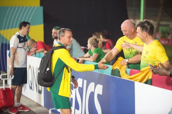 Sportinio ėjimo sirgaliai ir treneris pasaulio lengvosios atletikos čempionate Dohoje