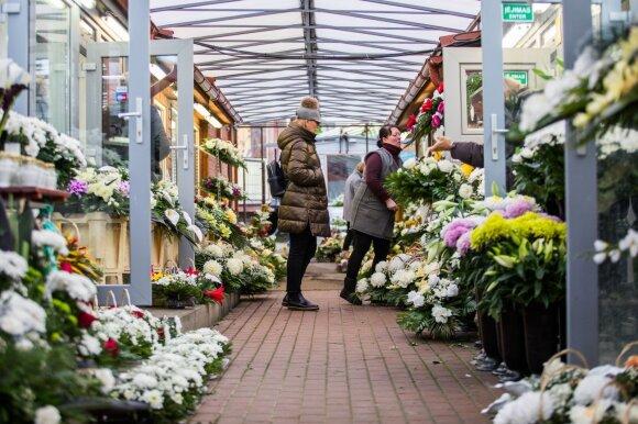 Susiruošusiems aplankyti kapus: kiek už žvakes ir gėles teks išleisti šiemet