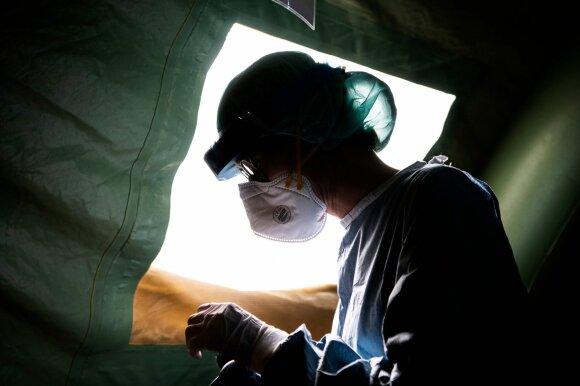 Medikai: koronavirusu užsikrėtusiems vyresnio amžiaus žmonėms pasireiškia neįprastų simptomų