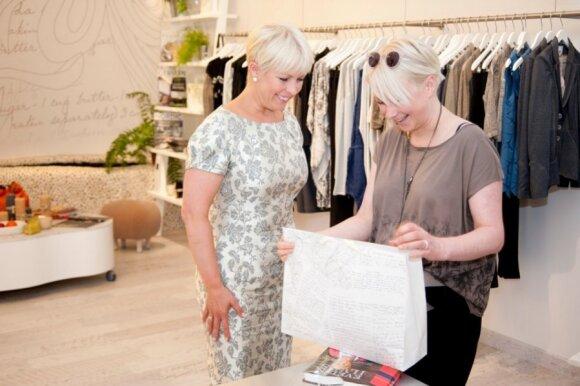 Estijos pirmoji dama Evelina Ilves susidomėjo lietuvių dizainerės kūryba