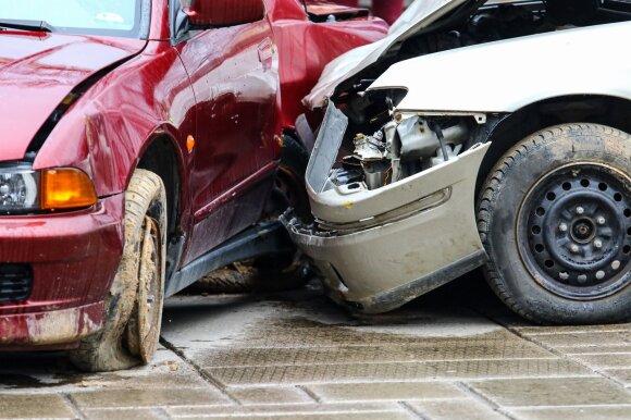 Vairavimo instruktorius apie didžiausią klaidą, kurią daro patyrę vairuotojai