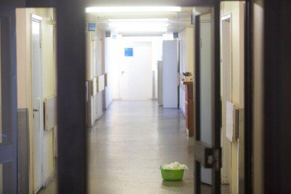 Dėl tėvo mirties artimieji kaltina gydytojus: gyvenimą vyras užbaigė ligoninės koridoriuje
