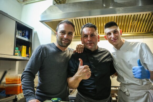 "Restorano ""La Puteca"" savininkas Leandro Meleleo su šefais"