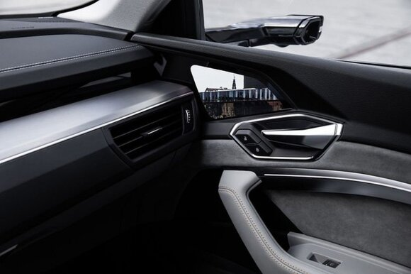 """""""Audi e-tron"""" skaitmeniniai veidrodėliai"""