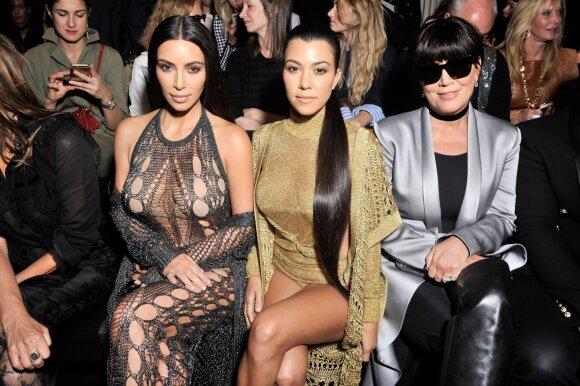 (iš kairės į dešinę): Kim Kardashian, Kourtney Kardashina ir Kris Jenner