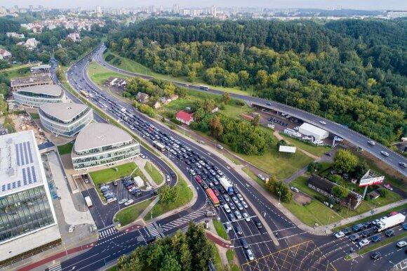 Draudimo kainų spaudžiami siūlo naujovę lietuvių automobiliuose