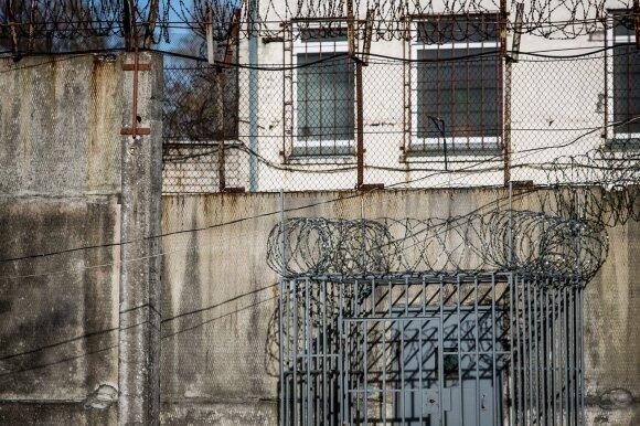 Skausmingos pagirios po Pravieniškių skandalo: kameros neveikia, už viršvalandžius nemokama