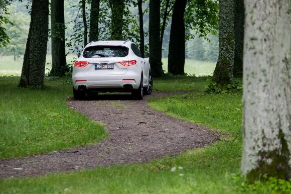 """""""Maserati Levante"""" su benzininiu varikliu pasiekia 430 AG"""
